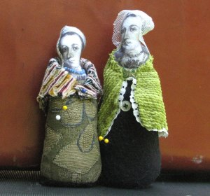 Two-Queen-Pin-cushions