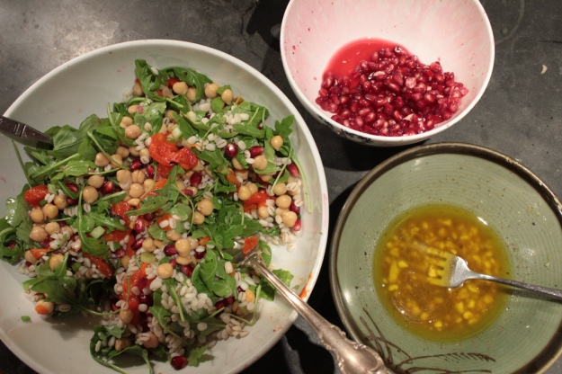 salad-barley-pomegranate seeds-deemallon